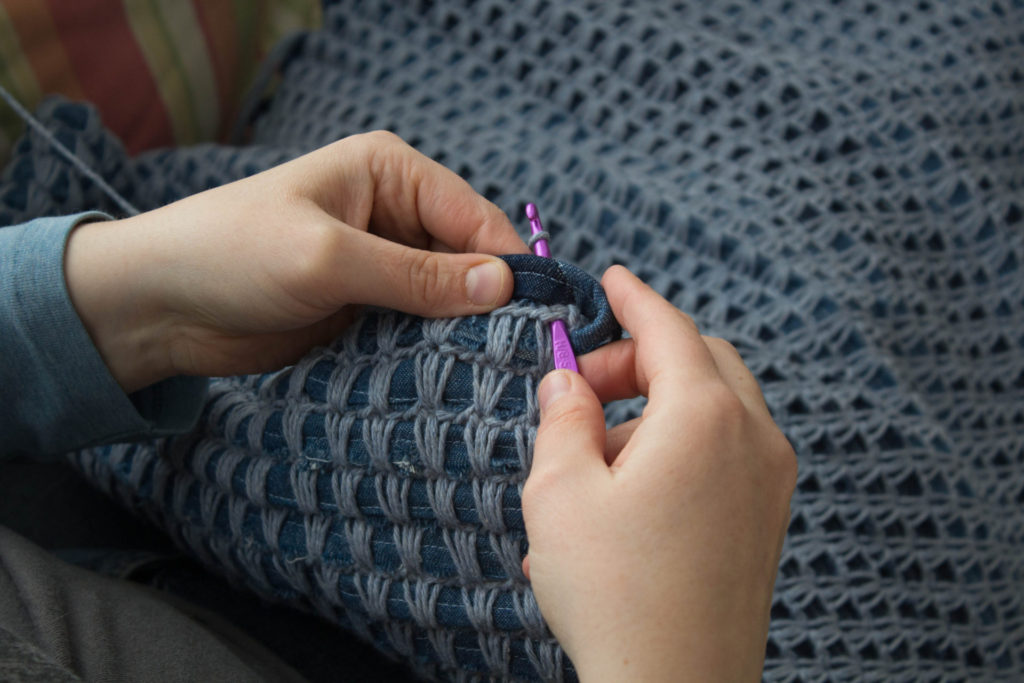 Joining Yarn around padded crochet